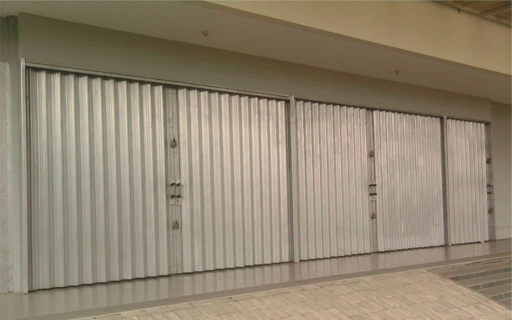 Memikirkan Desain Pintu Garasi Rumah
